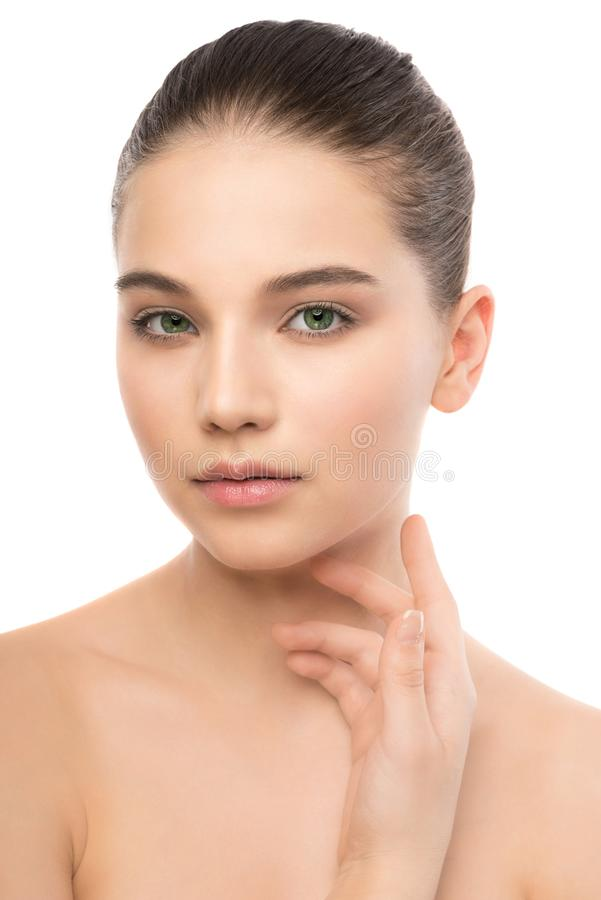 Porträt der schönen jungen Brunettefrau mit sauberem Gesicht Getrennt auf einem Weiß lizenzfreies stockfoto