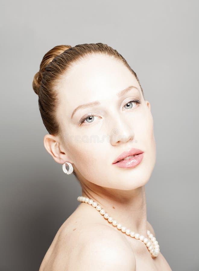 Porträt der Schönheitsfrau stockbild