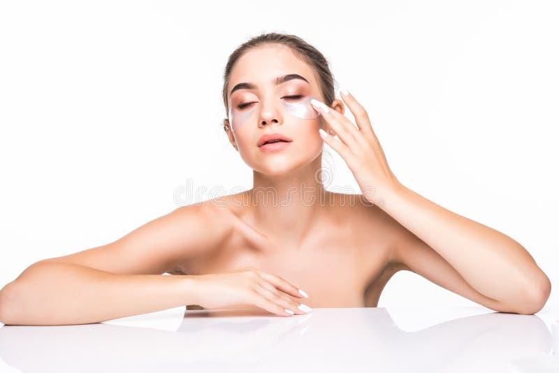 Porträt der Schönheitsfrau mit natürlichen Make-up und Hyaluronsäurehydrogelflecken auf frischer Haut Weibliches Gesicht mit Mask lizenzfreie stockfotos