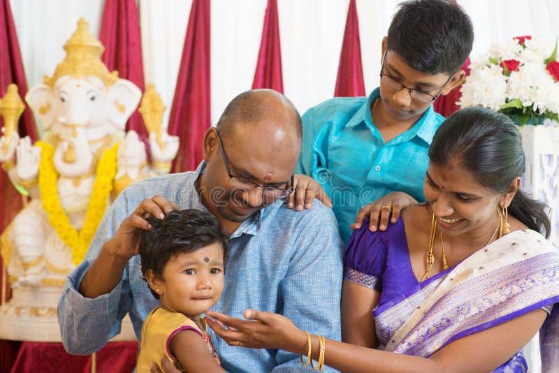 Porträt der traditionellen indischen Familie stockfoto