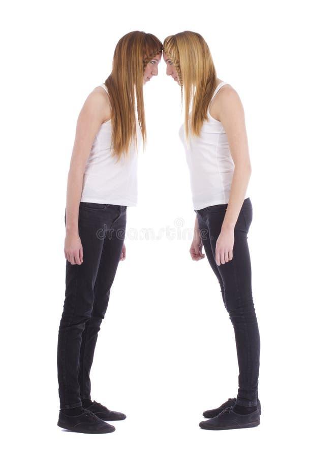 Porträt der verärgerten Junge paart Schwestern lizenzfreies stockfoto