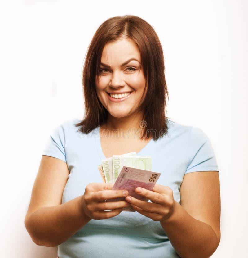 Porträt der wirklichen fetten jungen Frau mit Geld stockfotografie