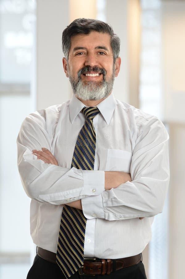 Porträt des älteren hispanischen Geschäftsmannes lizenzfreie stockfotografie