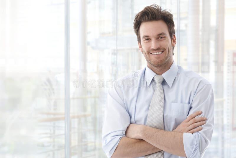 Porträt des überzeugten Geschäftsmannes lizenzfreie stockbilder