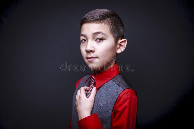 Porträt des überzeugten Jungen stockbilder