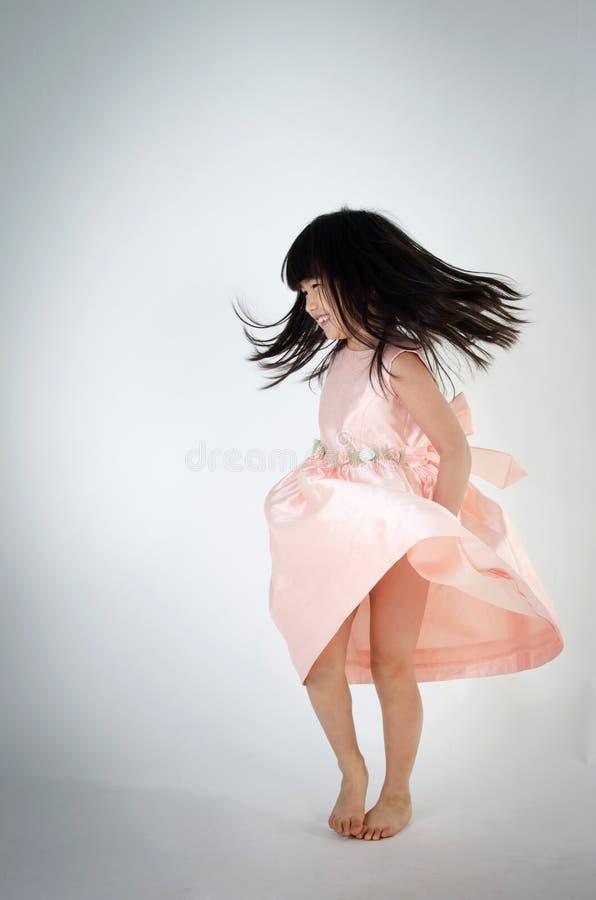 Porträt des asiatischen netten gril tanzt lizenzfreies stockfoto