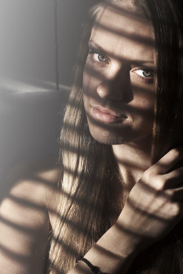 Porträt des attraktiven Mädchens stockfotografie