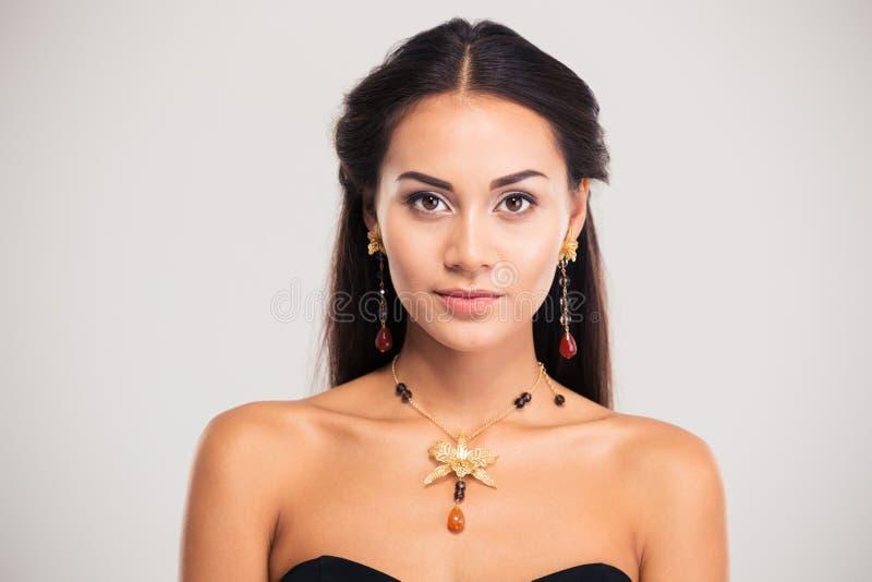 Porträt des attraktiven weiblichen Modells stockbilder