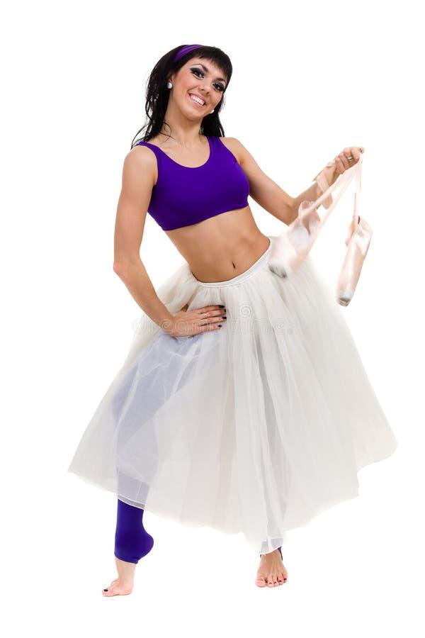 Porträt des Ballerinatanzens auf pointes über Weiß stockbild