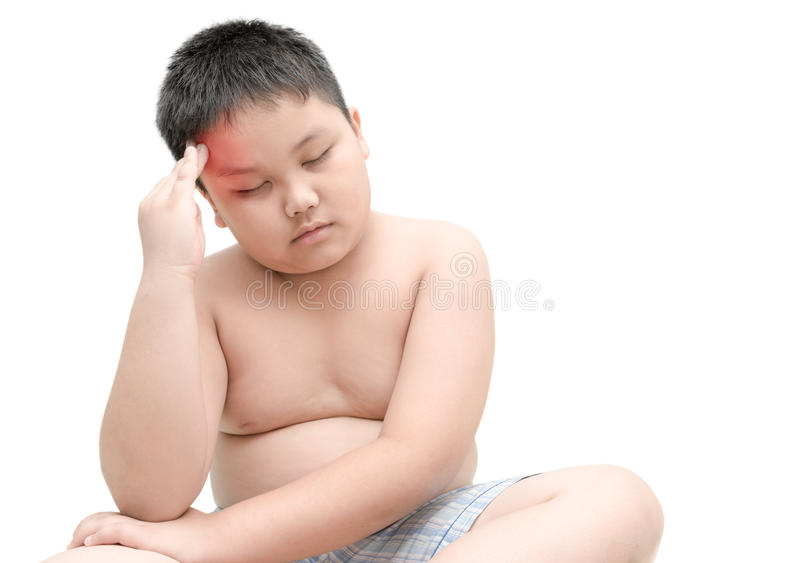 Porträt des beleibten fetten Jungen, der Kopfschmerzen lokalisiert hat lizenzfreies stockbild