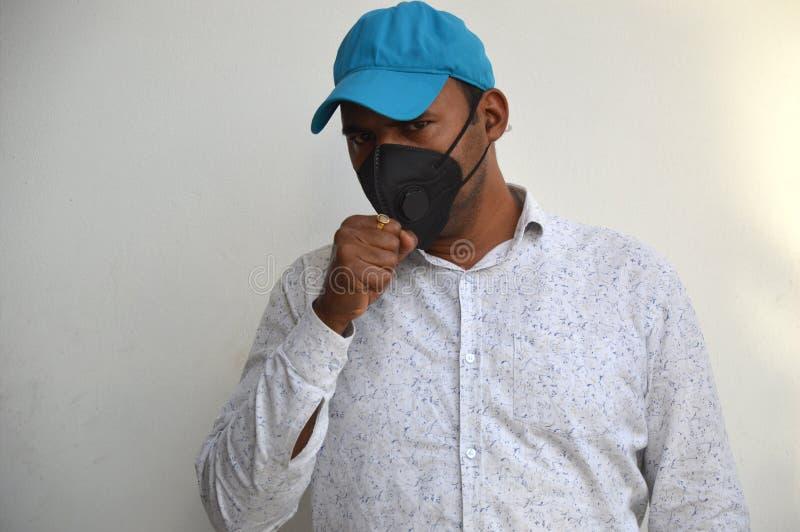 Porträt des Bewusstseins über die Epidemie Covid-19 lizenzfreie stockfotografie