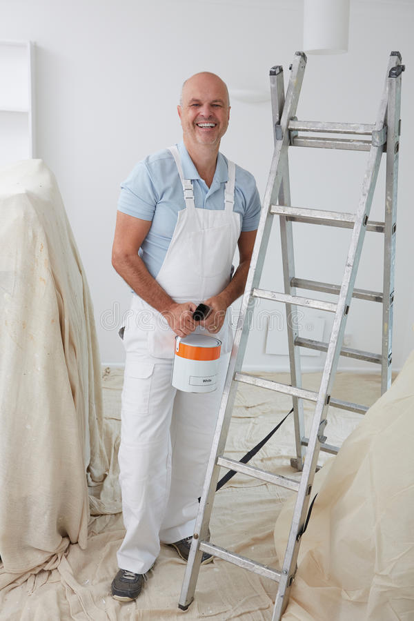 Porträt des Dekorateur-Malerei-Raumes stockfotografie