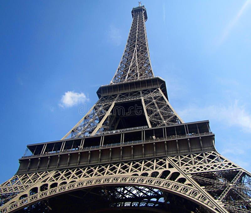 Porträt des Eiffelturms morgens lizenzfreie stockfotografie