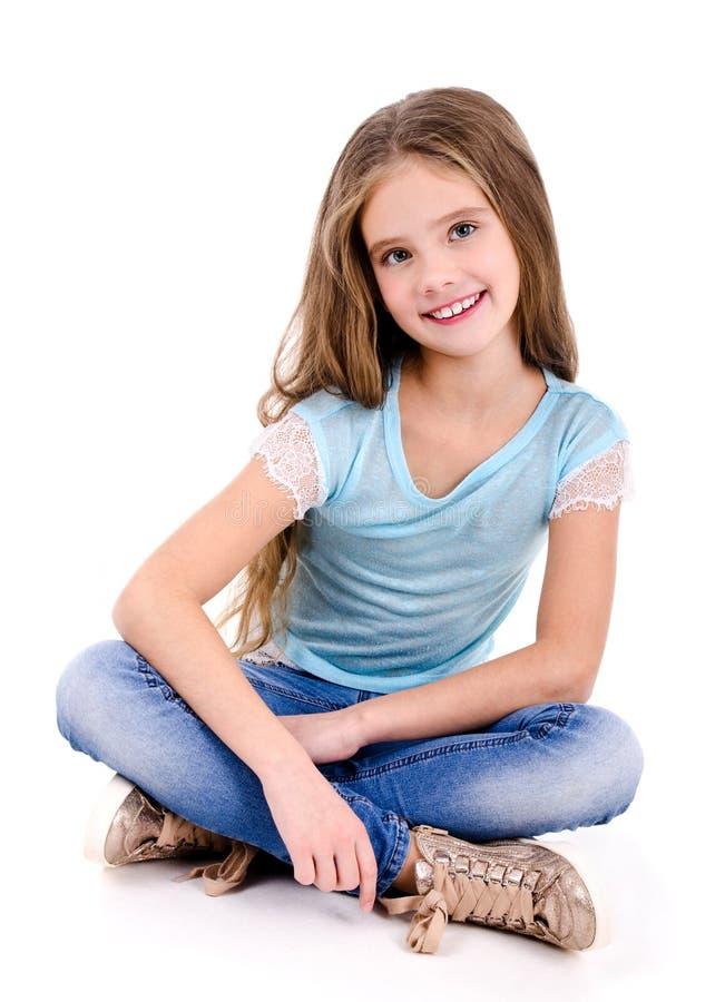 Porträt des entzückenden lächelnden glücklichen Kindes des kleinen Mädchens lokalisiert lizenzfreies stockbild