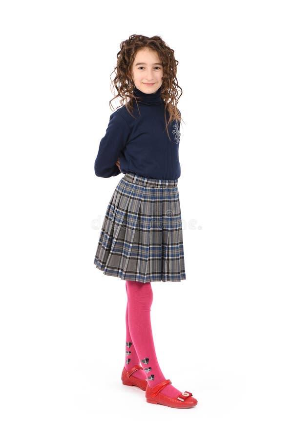 Porträt des entzückenden lächelnden Mädchenkinderschulmädchens mit dem Lockenhaar stockfotos