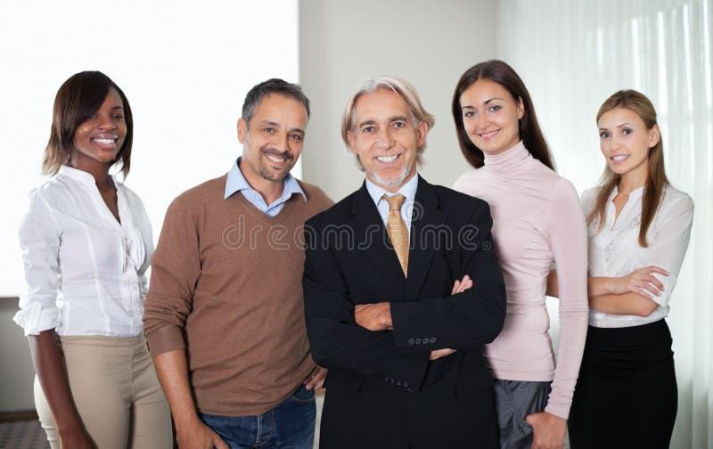 Porträt des erfolgreichen Teams der Geschäftsfachleute lizenzfreie stockfotografie