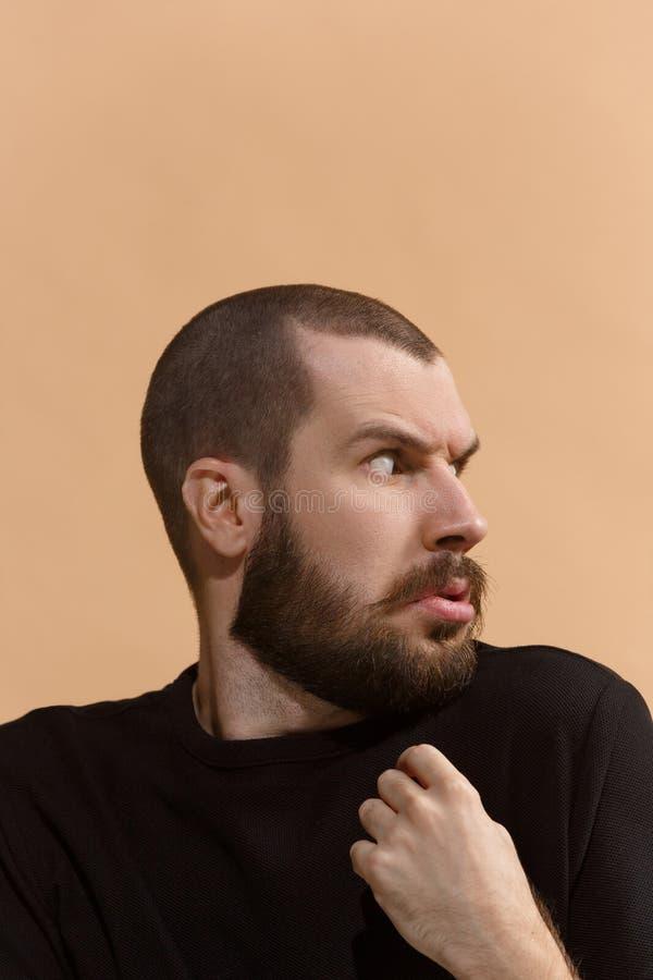 Porträt des erschrockenen Mannes auf Pastell stockfoto