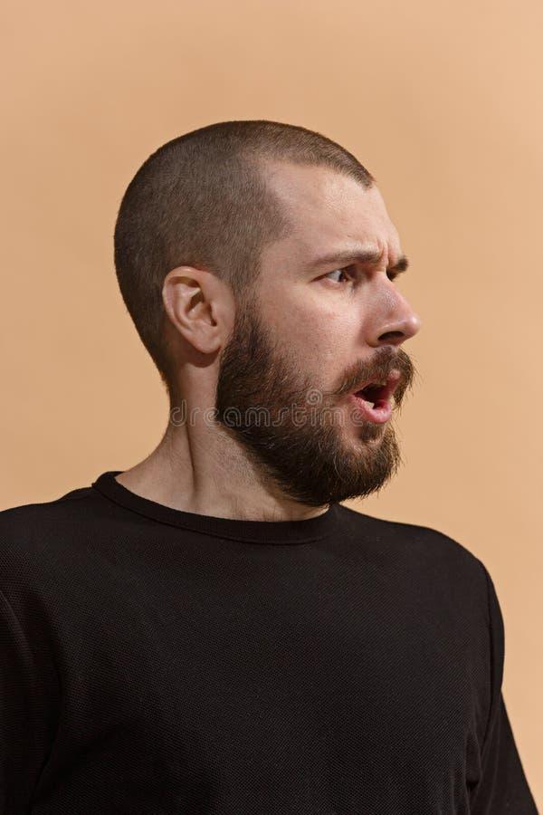 Porträt des erschrockenen Mannes auf Pastell lizenzfreies stockfoto