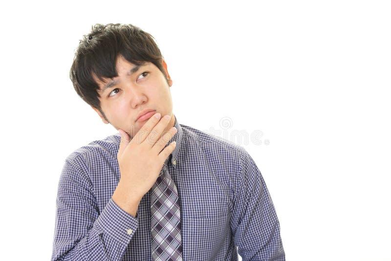 Porträt des Geschäftsmannes schauend unruhig stockfoto