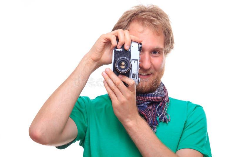Porträt des glücklichen bärtigen Mannes mit klassischer Kamera stockfotos
