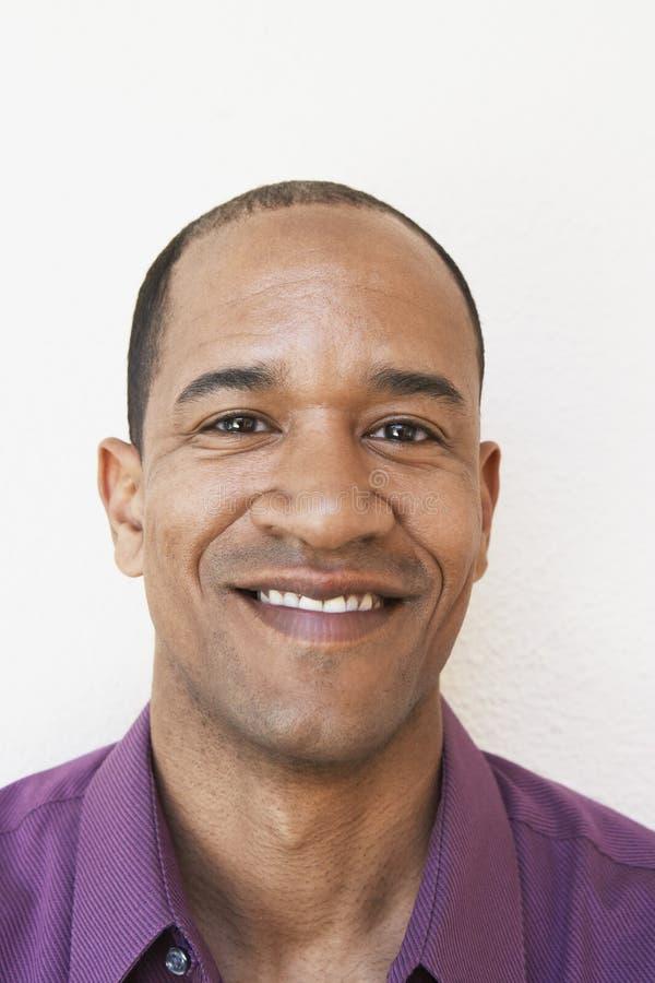 Porträt des glücklichen Mannes stockbilder