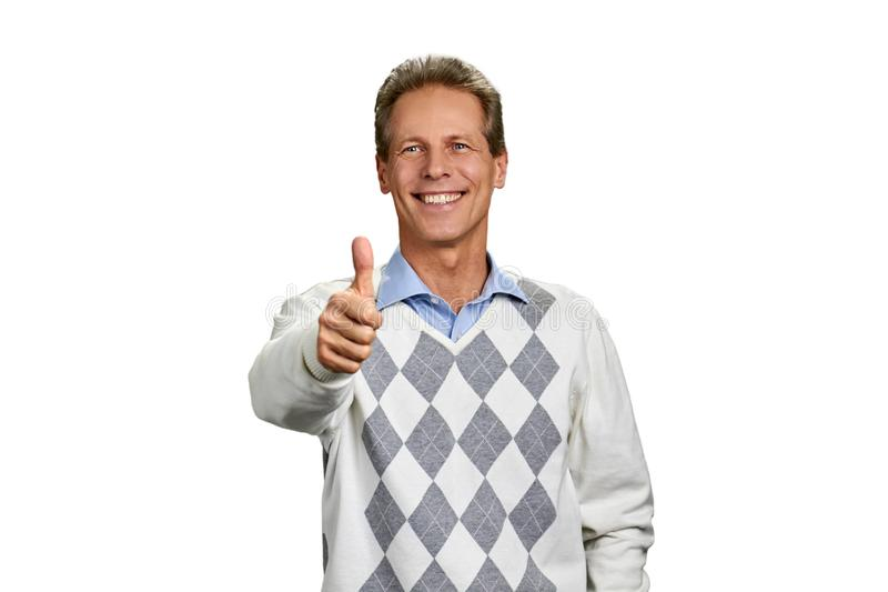 Porträt des glücklichen Mannes mit dem Daumen herauf Zeichen stockfotografie