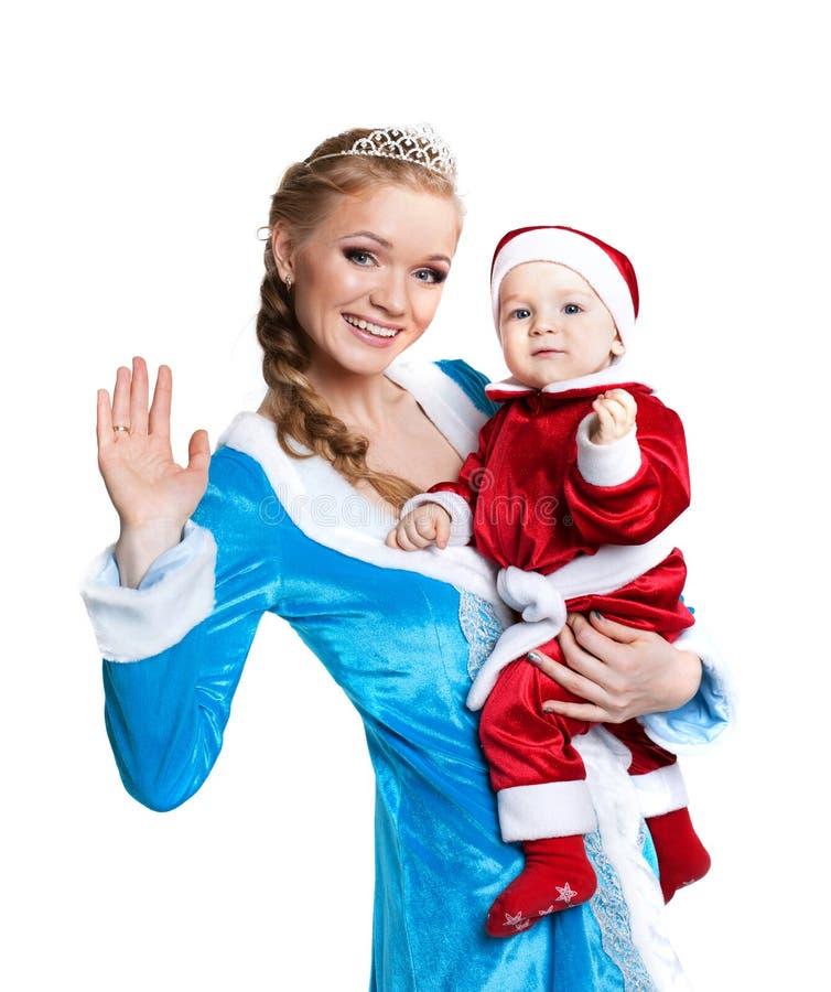 Porträt des glücklichen Mutterschnee-Mädchens und der Babysankt stockbilder
