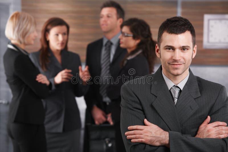 Porträt des jungen Geschäftsmannes lizenzfreie stockfotos