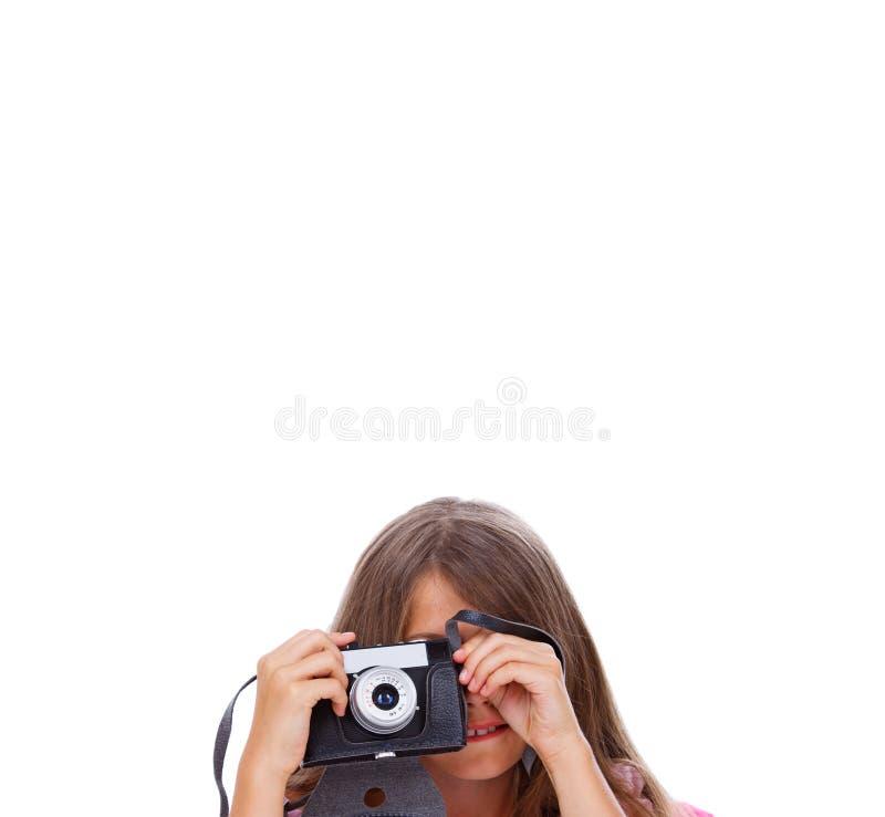 Porträt des jungen Mädchens aufwerfend mit Kamera lizenzfreie stockfotografie