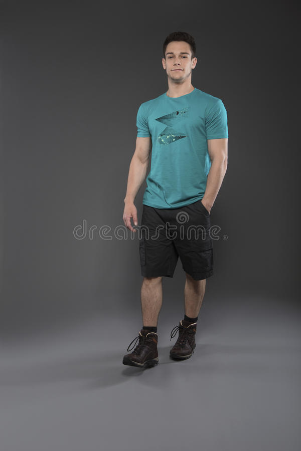 Porträt des jungen Mannes lizenzfreies stockfoto