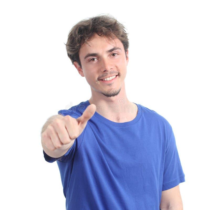 Porträt des jungen Mannes mit dem Daumen oben stockfotografie