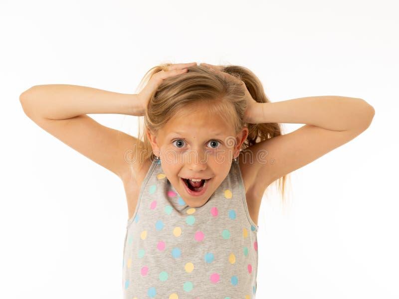 Porträt des jungen schönen glücklichen, entsetzten, überraschten Mädchens Menschliche Gefühle und Gesichtsausdruck lizenzfreie stockfotografie