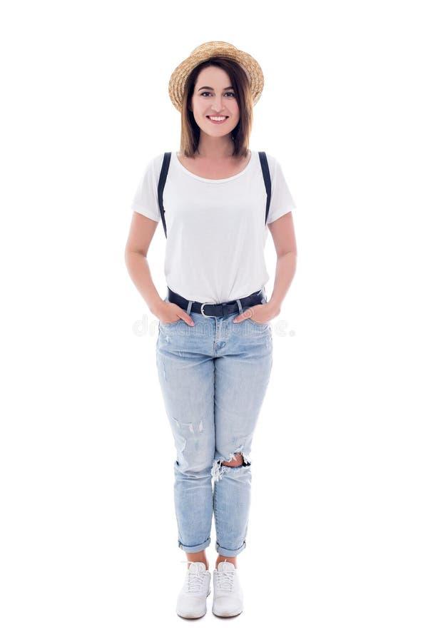 Porträt des jungen Schönheitstouristen im Strohhut mit dem Rucksack lokalisiert auf Weiß lizenzfreies stockbild