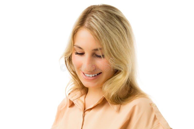 Porträt des jungen schüchternen blonden Mädchens lizenzfreie stockfotos