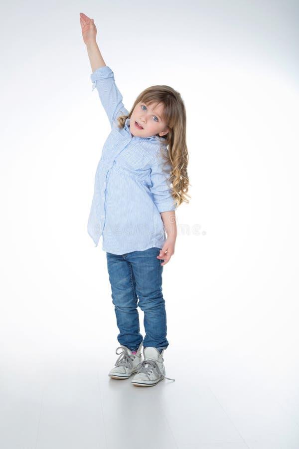 Porträt des jungen und blonden Kindes lizenzfreie stockfotografie