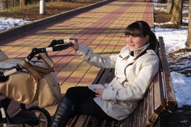 Porträt des kühlen Mädchens stockfotografie