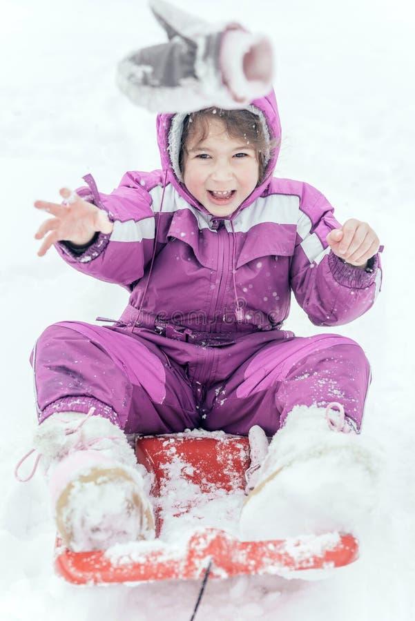 Porträt des kleinen Kindes im Freien lizenzfreie stockbilder