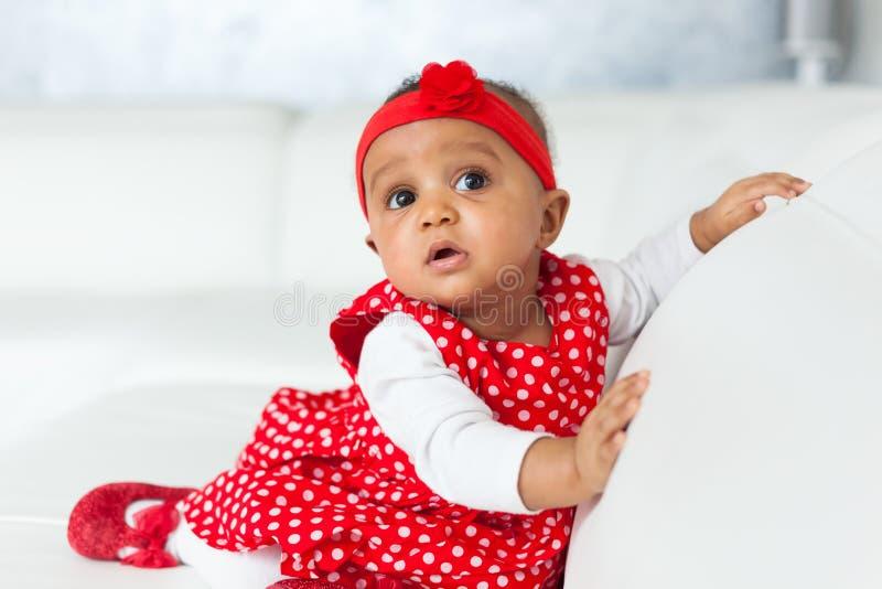 Porträt des kleinen Mädchens des kleinen Afroamerikaners - schwarze Menschen lizenzfreie stockbilder