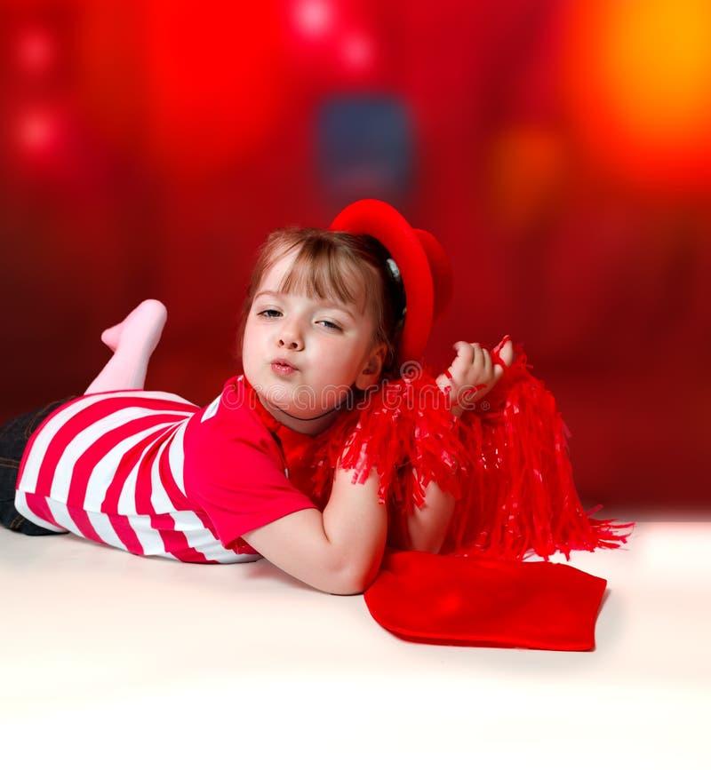 Porträt des kleinen Mädchens im Karnevalskostüm auf abstraktem backgrou lizenzfreies stockfoto