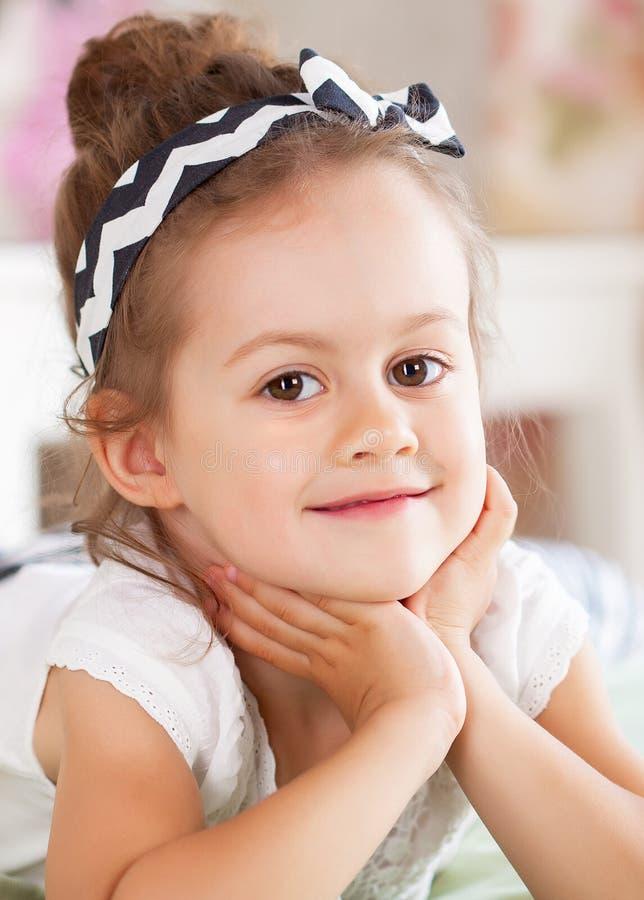 Porträt des kleines Kindermädchens stockbilder