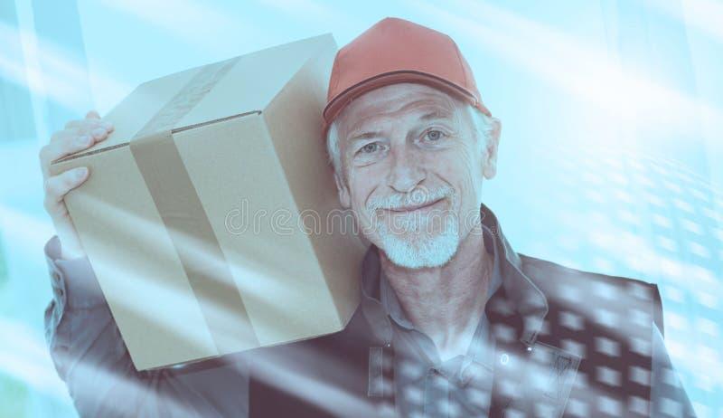 Porträt des lächelnden älteren Befreiers; Lichteffekt lizenzfreie stockfotografie