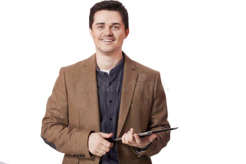 Porträt des lächelnden Mannes mit Tablettecomputer lizenzfreies stockbild