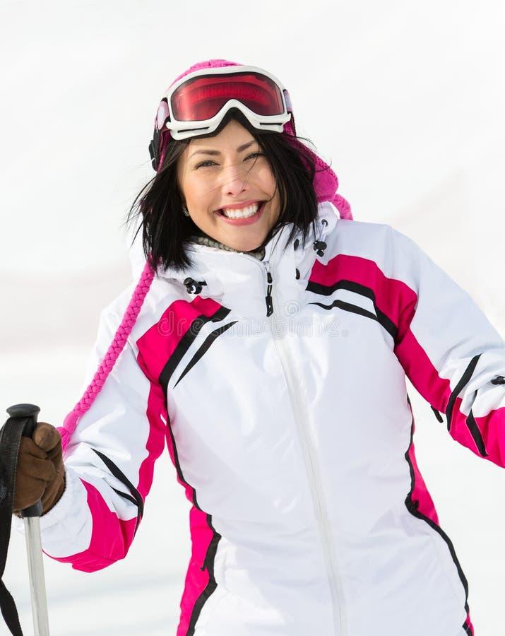 Porträt des Mädchens, das geht Ski zu fahren lizenzfreies stockfoto