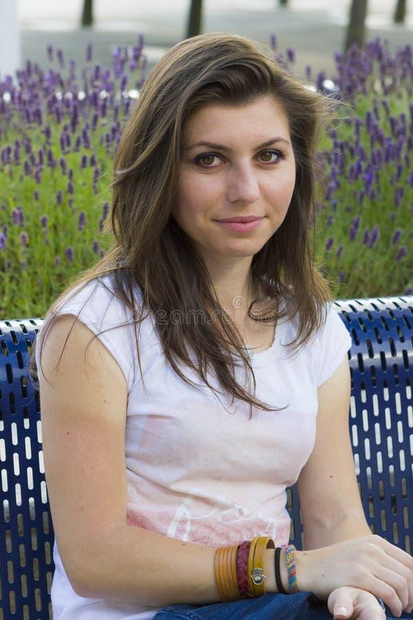Porträt des Mädchens am Sommertag lizenzfreies stockbild