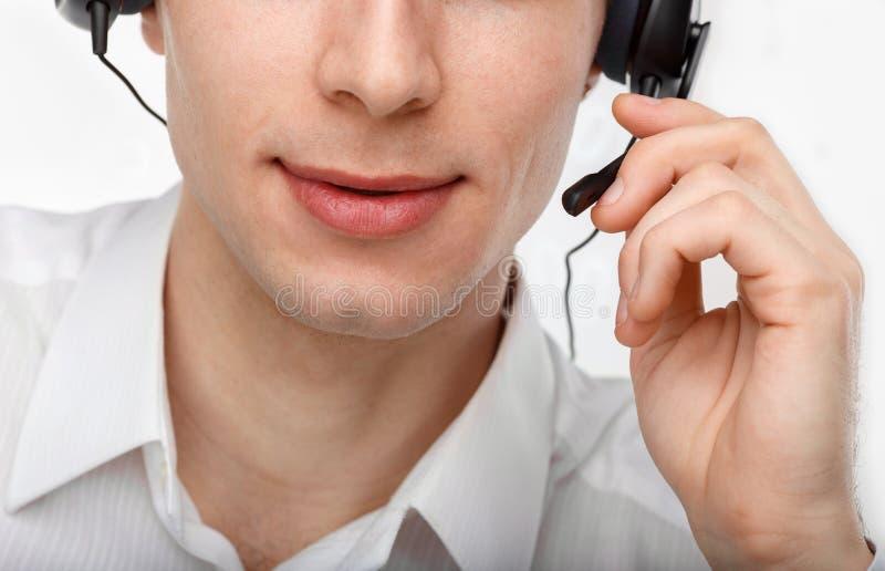 Porträt des männlichen Kundendienstmitarbeiters oder des Call-Centers lizenzfreie stockfotografie