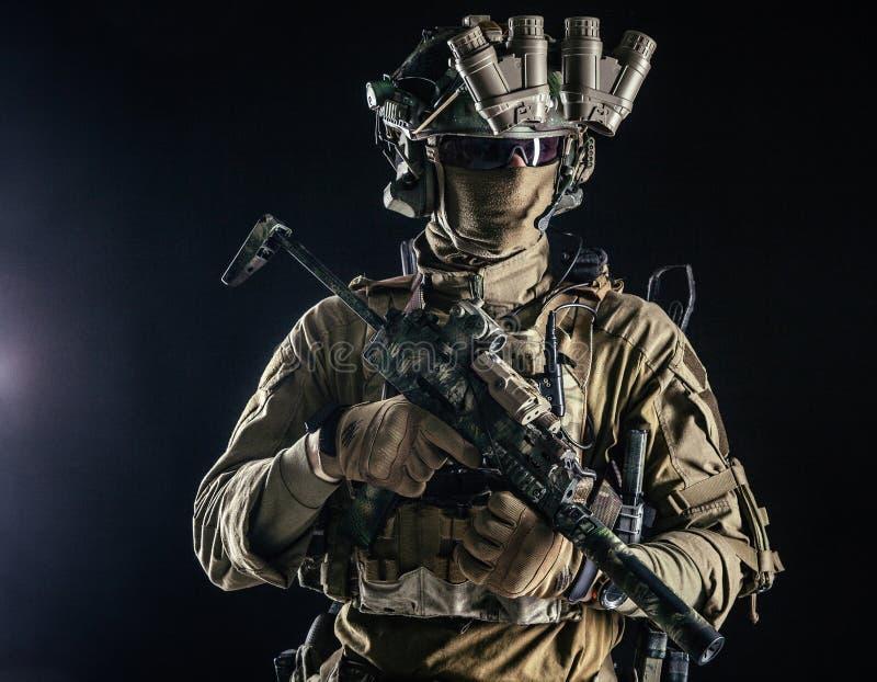 Porträt des Militärsicherheitsdienstes lizenzfreie stockbilder