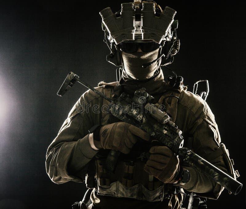 Porträt des Militärsicherheitsdienstes stockbild