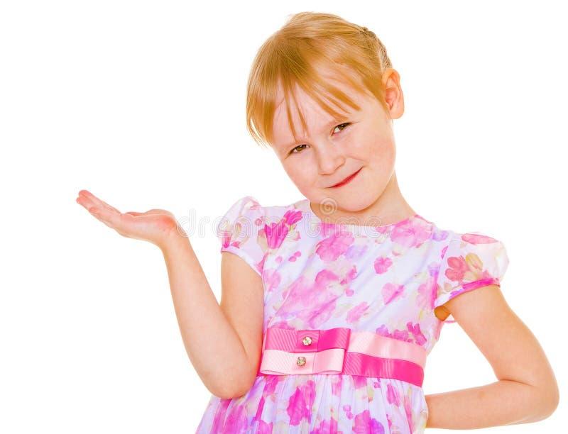 Porträt des netten kleinen Mädchens in Prinzessinkleid lizenzfreie stockbilder