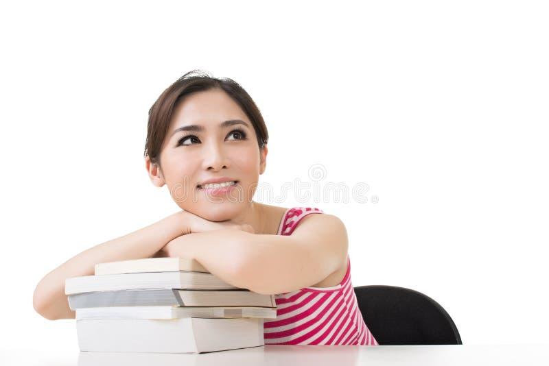 Porträt des schönen asiatischen Studentenmädchens mit Büchern stockfoto