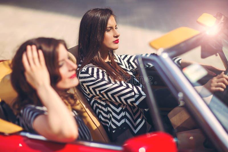 Porträt des schönen sexy Frauenmodells der Mode zwei lizenzfreie stockbilder
